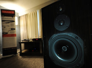 by Rafe Arnott Walking into a Vinnie Rossi room at a hifi show is sort of like walking into a speakeasy, or a private club. The vibe is always super […]
